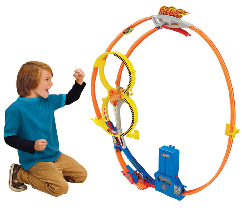 hot wheels super loop chase race trackset only 25. Black Bedroom Furniture Sets. Home Design Ideas